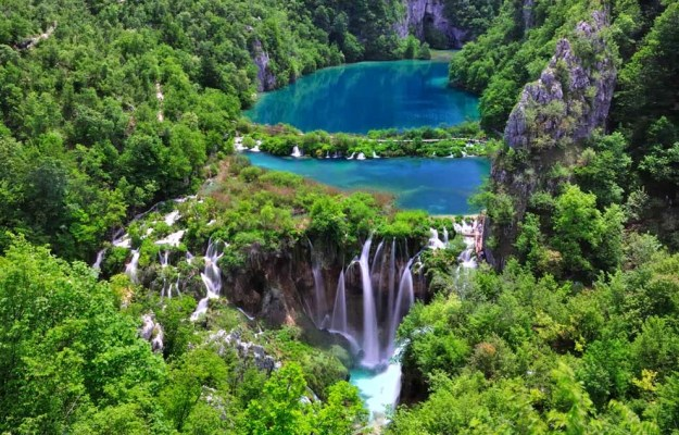 14-most-gorgeous-lakes-on-the-planet-010