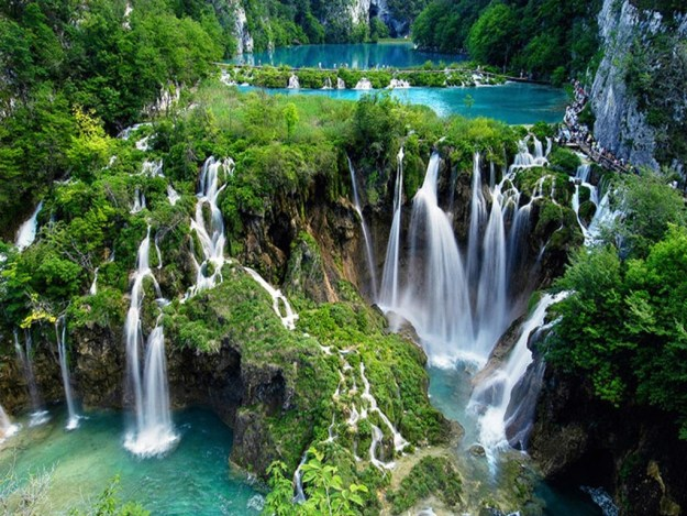 14-most-gorgeous-lakes-on-the-planet-011