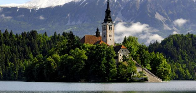 14-most-gorgeous-lakes-on-the-planet-013