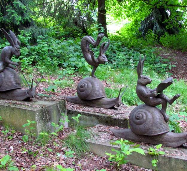 20-extravagant-garden-sculptures-01