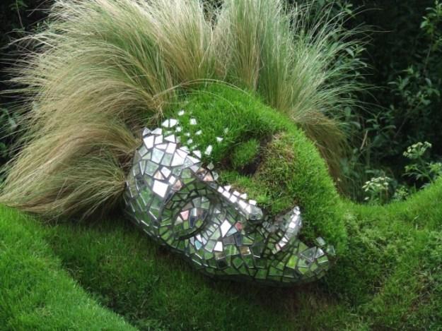20-extravagant-garden-sculptures-16