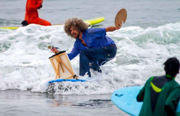 annual-surf-costume-contest-in-santa-monica-ca-01