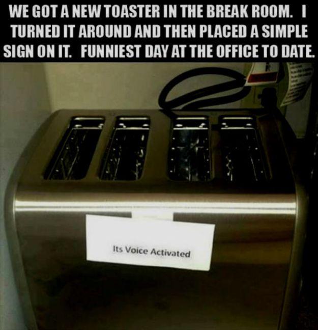 hilarious-office-pranks-31