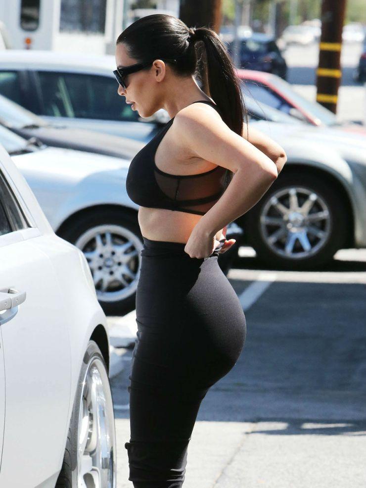 celebrities-body-parts-04-kim-kardashian-butt