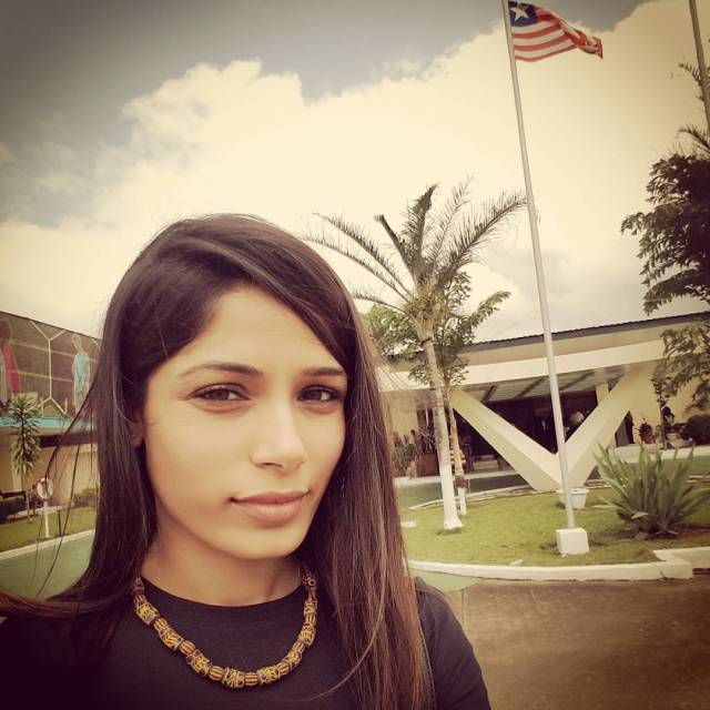 Freida Pinto-nondon blog