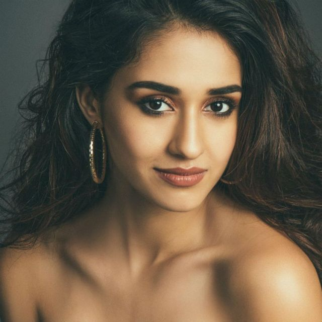 Nondon Blog_ Disha Patani is the winner as Best Female Debut of International Indian Film Academy Awards for M.S. Dhoni: The Untold Story.