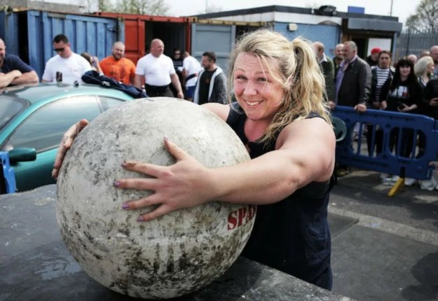Donna Moore | 10 das mulheres mais fortes do mundo | Braine Berries