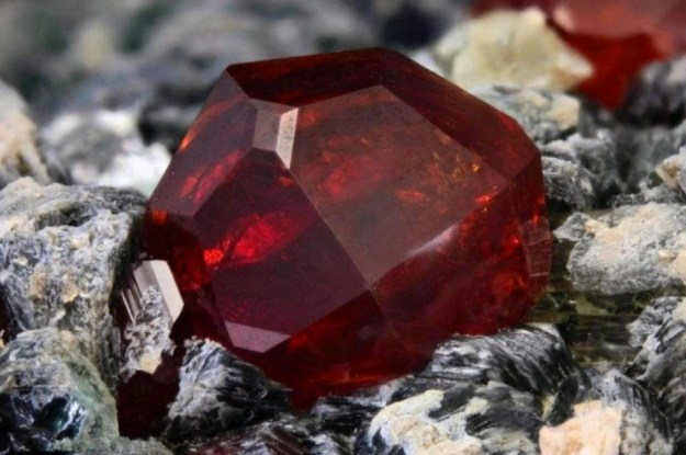 Painite Gemstone: $60,000/carat | Top 9 Rarest and Most Valuable Items In The World | Brain Berries