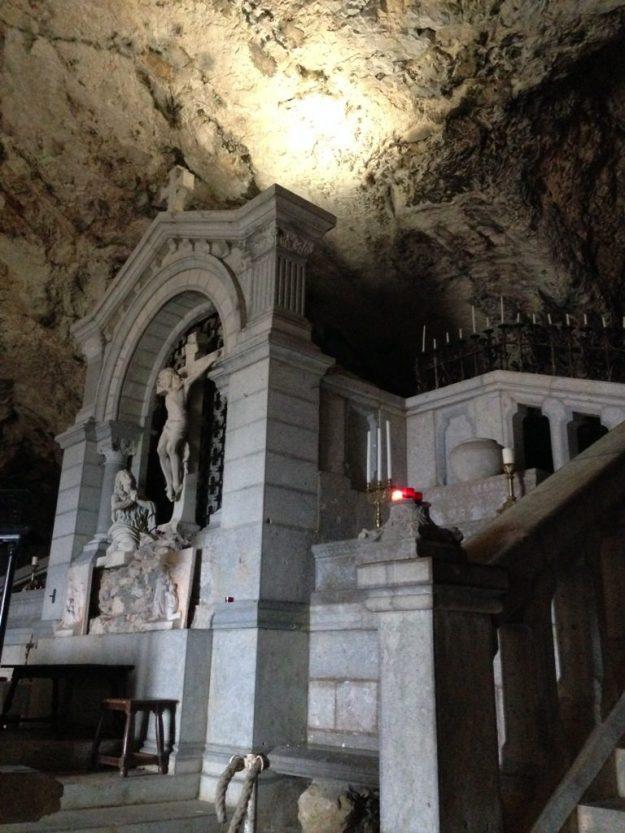 Serbian Orthodox Church in Coober Pedy, Australia   17 Astonishingly Beautiful Cave Churches Around The World   Brain Berries