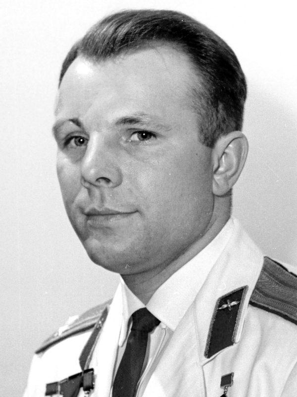 Юрий Гагарин | Знаменитые мужчины, как две капли воды, похожие на своих матерей | Brain Berries