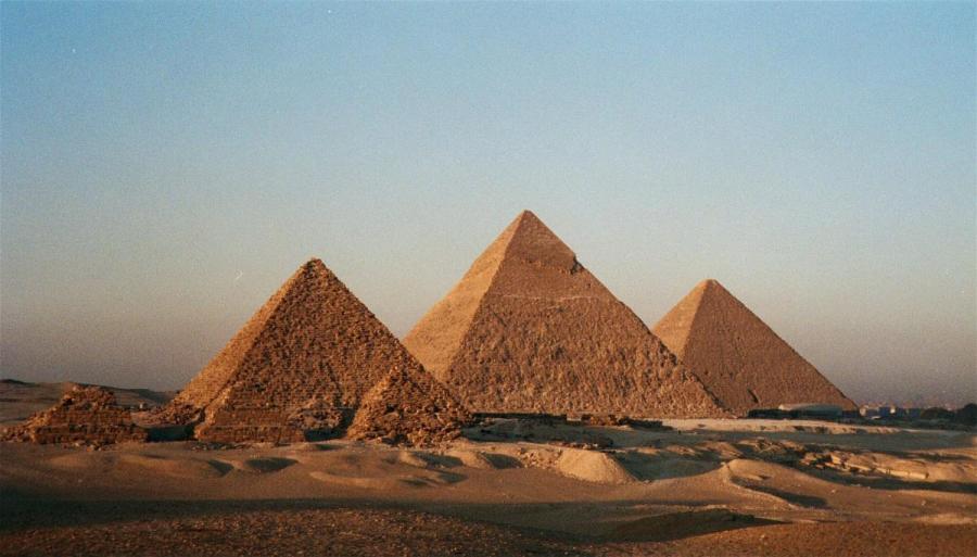 درجة الحرارة في الأهرامات العظمى دائمًا 20 درجة مئوية |  8 حقائق مذهلة عن مصر القديمة |  التوت الدماغ