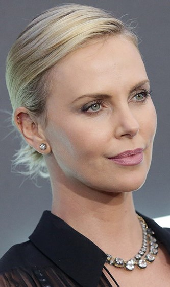Charlize Theron   9 Gorgeous Celebrities Who Hate Wearing Makeup   Brain Berries