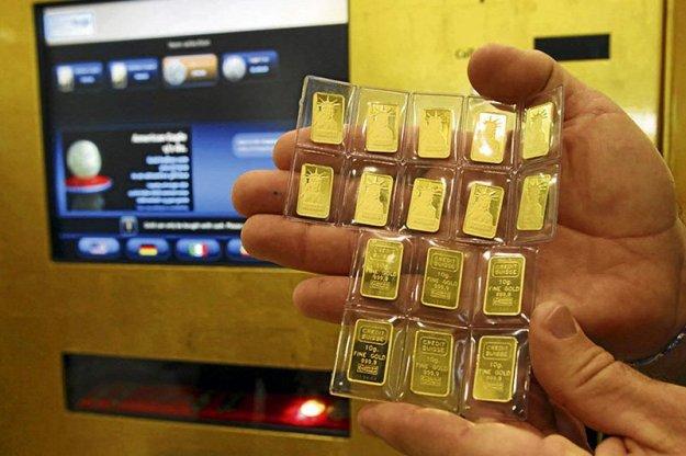 Gold Bar ATM machines | Eight Crazy Ways Money Gets Thrown Around in Dubai | Brain Berries