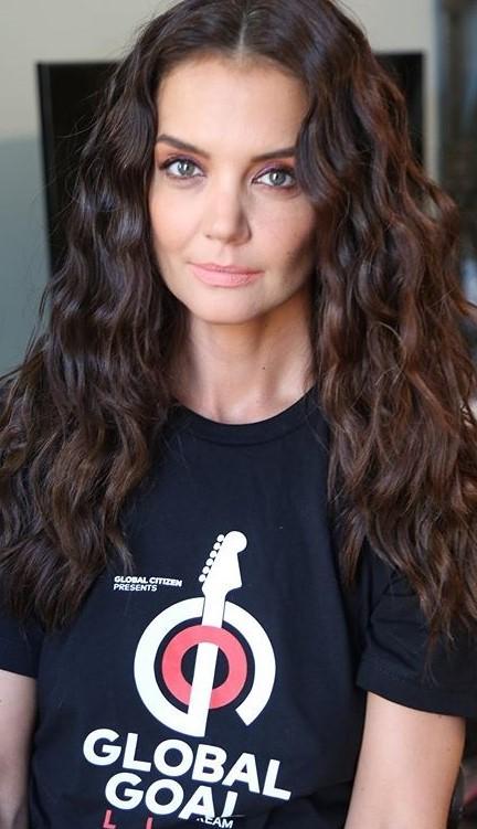 Katie Holmes #2   9 Gorgeous Celebrities Who Hate Wearing Makeup   Brain Berries