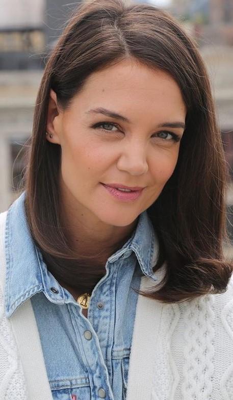 Katie Holmes #3   9 Gorgeous Celebrities Who Hate Wearing Makeup   Brain Berries