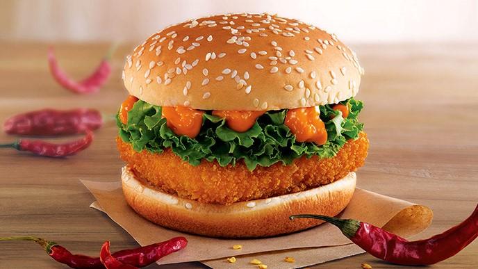ماك سبايسي بانير برجر |  برغر ماكدونالدز الأكثر إثارة للتساؤل هناك |  التوت الدماغ