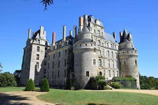 قلعة بريساك ، فرنسا |  أكثر 9 قلاع مسكون رعبًا في أوروبا |  التوت الدماغ