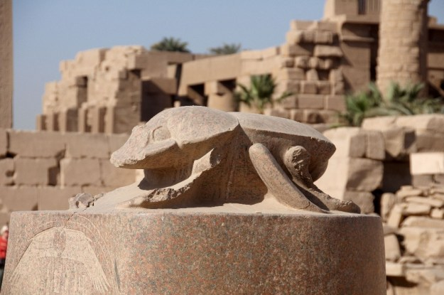 Статуя жука-скарабея, Луксор   10 волшебных мест, где исполняются заветные желания   Brain Berries