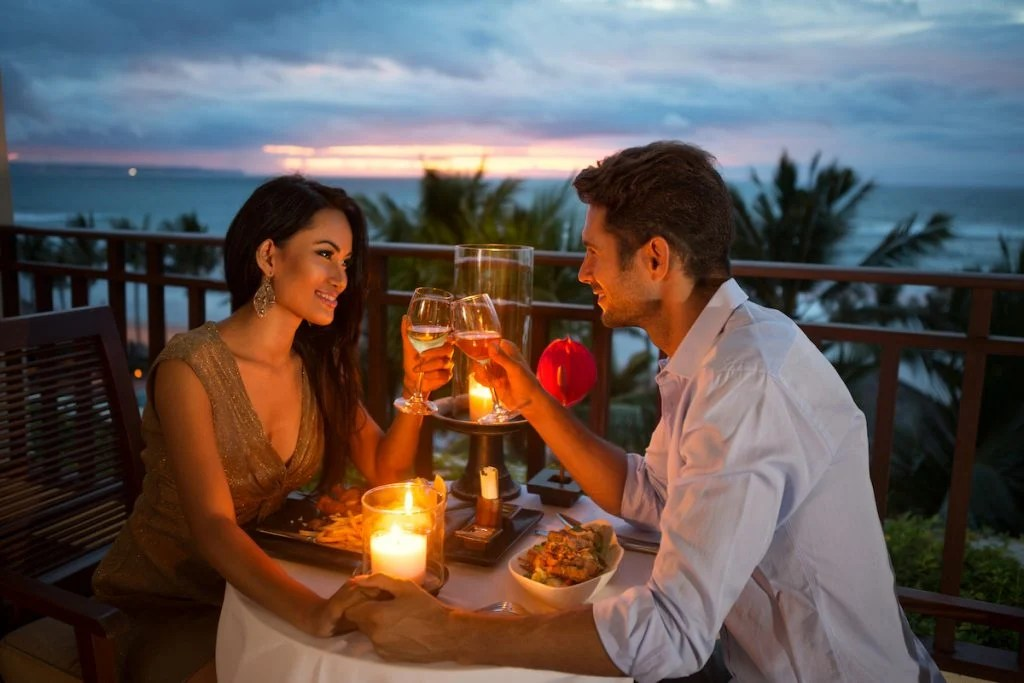 6 hing women notice about men on the first date 1