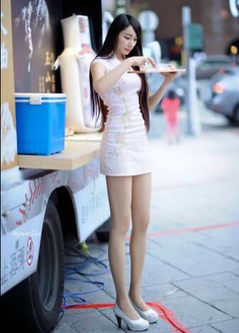 挖機 - 白皙美腿女模Shacy甜美火紅慘遭應召站盜照攬客、分享辣照熱褲短到爆網友瘋傳這事業線讓人受不了
