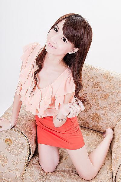 吳雪菁 - 甜美吸睛職撞舉牌女郎小雪、可愛滿點的外拍模特兒小周慧敏