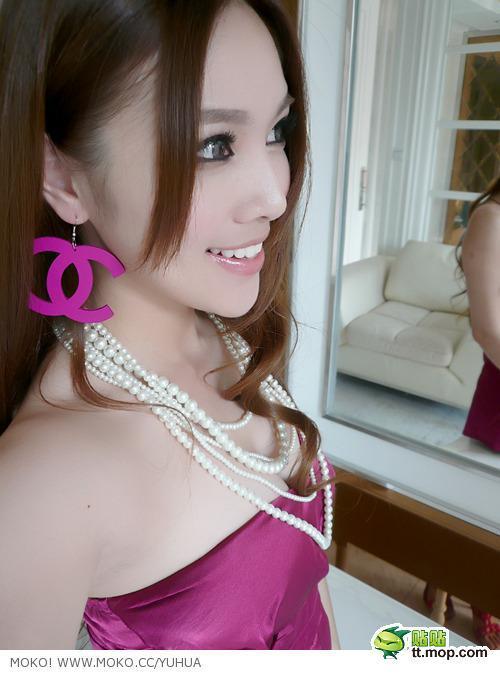 朱松花 - 中國最性感女老師、江蘇最美小學麻辣老師爆紅、靚麗裝扮顛覆教師形象、足球寶貝模特兒