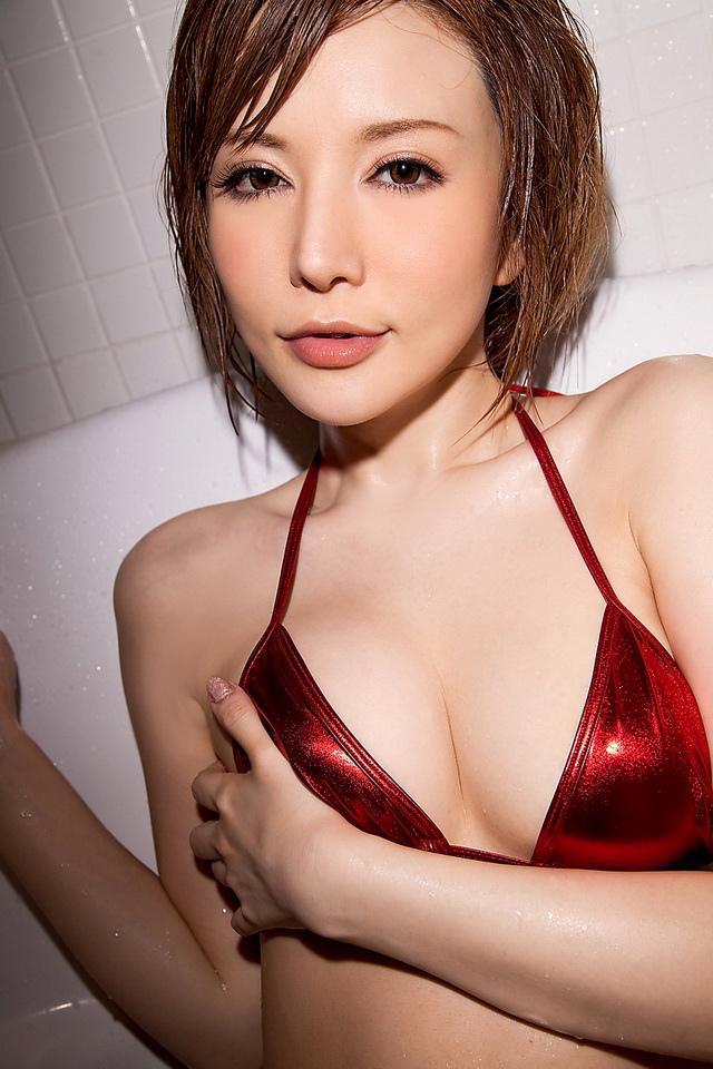 里美尤莉雅-人氣雪肌av女優小泉彩接客報酬未申報