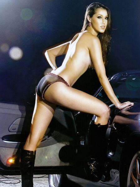 香月明美 - 日巴混血名模Akemi全裸側露雪白美胸廣告惹火遭禁播、淚灑名模生死鬥內衣秀驚艷全場、爆乳彎腰洩底露半球