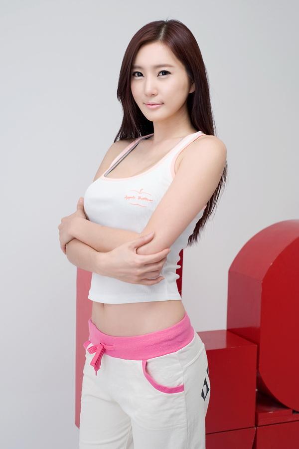 崔玉珍 - 韓國頂級車模超性感惹火尤物、豪乳翹臀水蛇腰修長美腿,鄉民:誰受的了