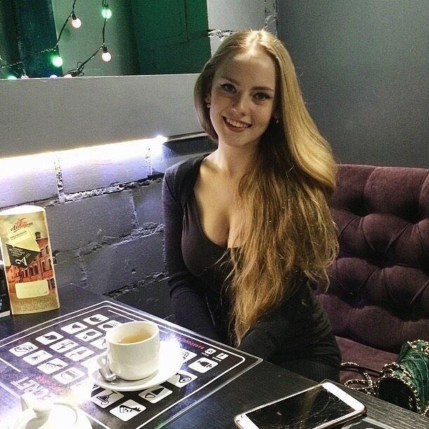 娜維斯拉雅 - 俄羅斯最正女老師Oksana Neveselaya、蘿莉外貌娜美級爆乳身材、不科學性感數學老師、豪乳蜂腰美腿盡出火辣無極限
