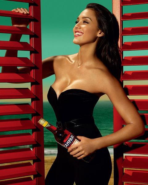 潔西卡艾芭 - Jessica Alba穿著比基尼的性感尤物女神變身成功女創業家打造出億萬企業、甜心辣媽產後立即回復魔鬼身材、商場女強人的天然品牌洗衣精爆爭議成分