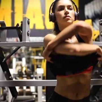 莎格拉 - 哥倫比亞第一健身女模Anllela Sagra天使臉魔鬼身不科學、女神級金剛芭比爆乳大露南半球翹臀全都露性感無極限