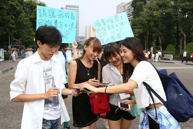 李昱潔 - 水流星正妹Jess、捷運站外表演特技為了國際青年大使