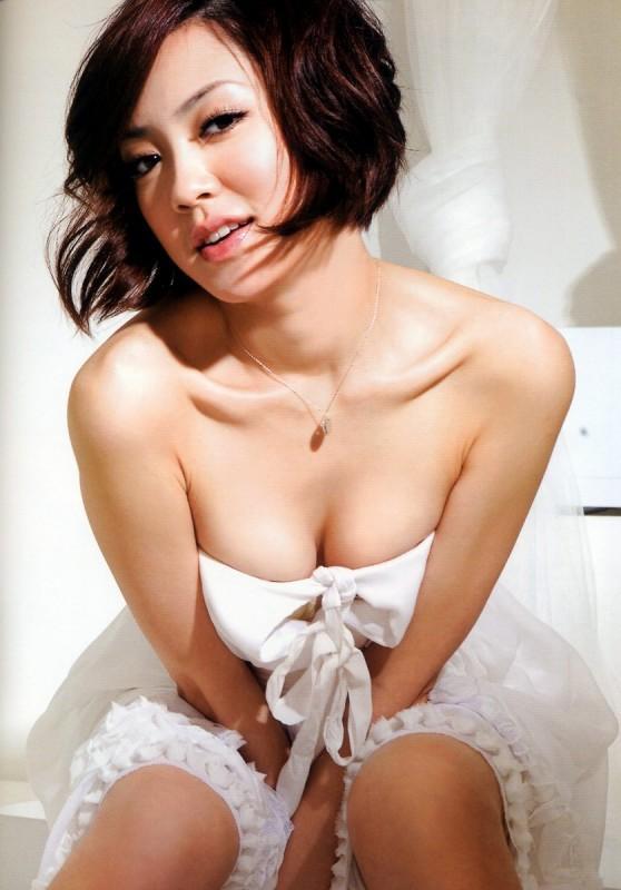 楊千霈 - 誰說台大沒有美女、性感登GQ雜誌、閃嫁紡織業富二代小開