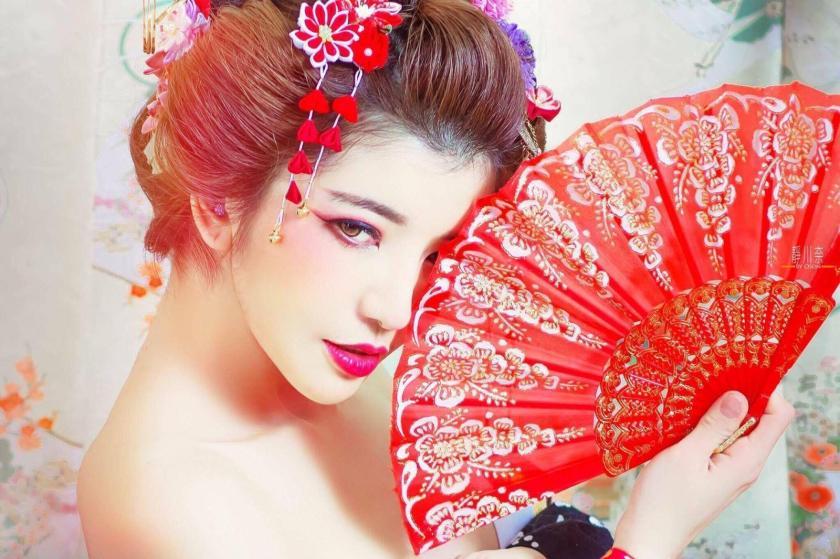 靜川奈 - 橫掃千軍女神嫩模小希舉牌秀性感火辣身材、超人氣正點日系美女正妹爆乳賽車女郎