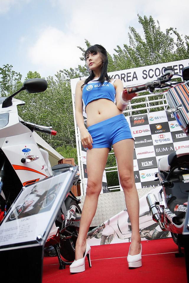 李智友 - 南韓最美爆乳車模臥蠶會放電、網友讚美乳都快掉出來了、清純可愛三大車模