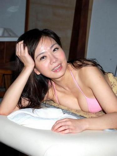 小潘潘 - 不可思議的性感爆乳淡出螢光幕當董娘、夫江欽良遭爆設局微熱山丘董座敗光家產