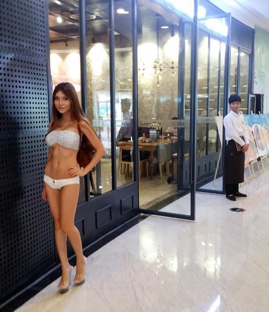 SexyCyborg - 最性感爆乳美女駭客超短上衣大膽露渾圓南半球被抓包激凸了、深圳巨乳纖腰美腿正妹程式師熱褲短到露下體、3D列印自創駭客高跟鞋、穿超細內褲人體掃描露全乳讓網友快噴鼻血