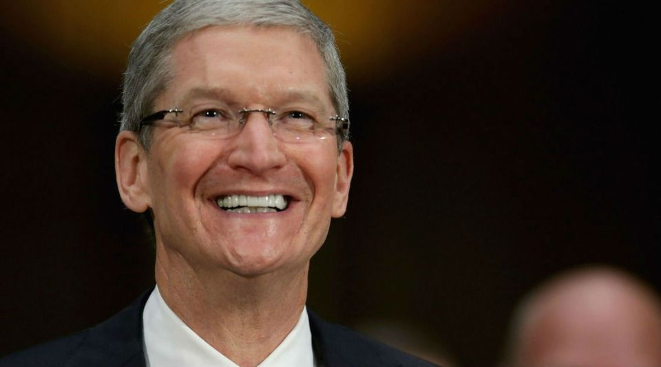 06_Tim-Cook-Stars-Came-Out-Of-The-Closet-2015