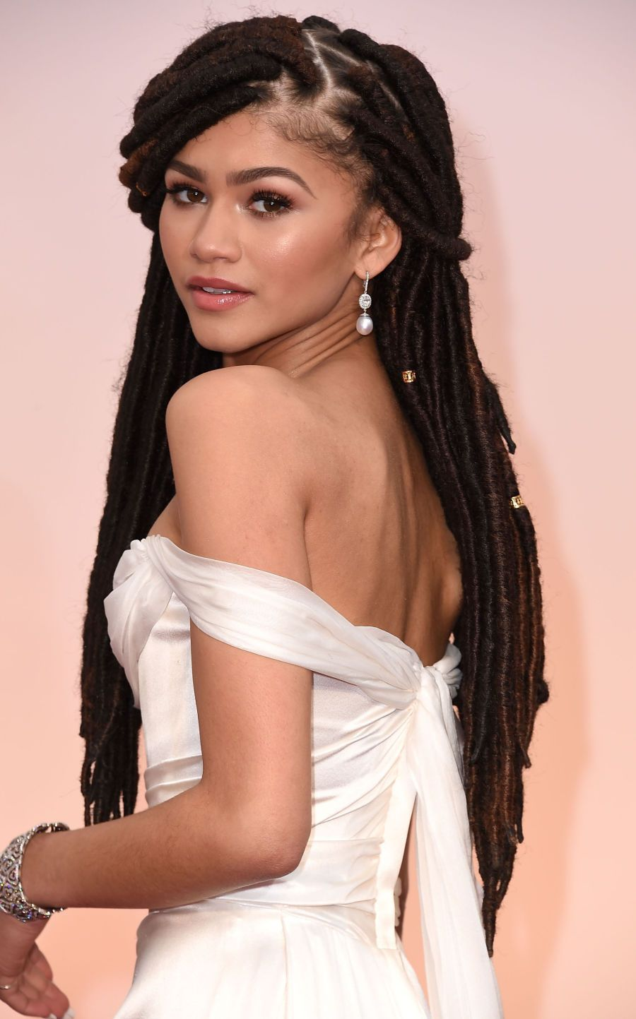 10-beauty-hacks-celebs-use-to-look-flawless-and-you-can-too3