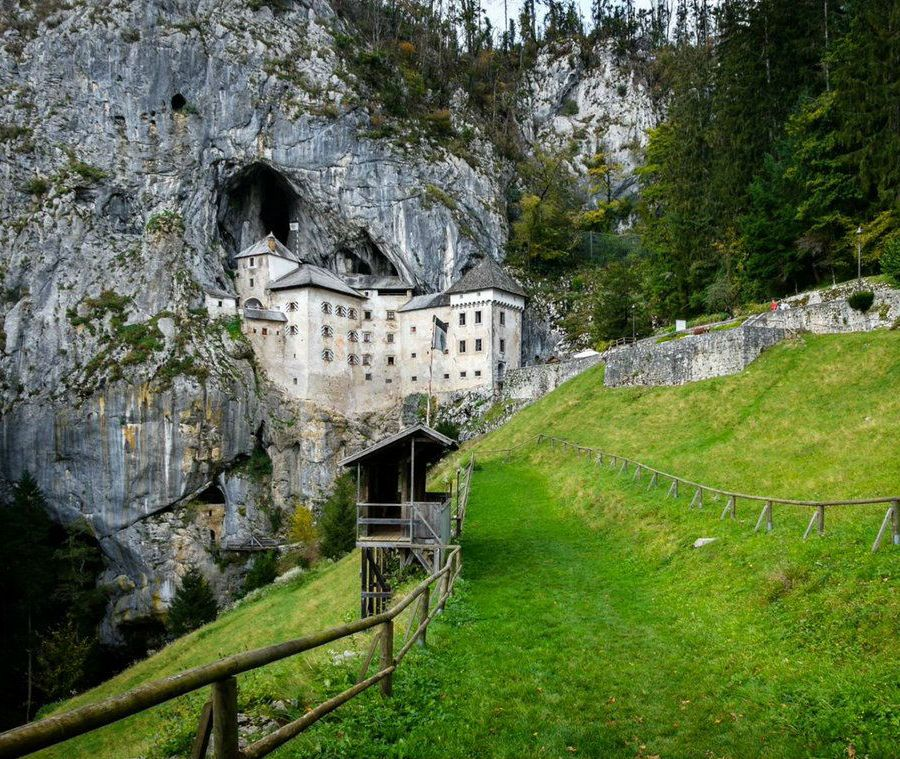 incredibly-cool-castles-around-the-world-08