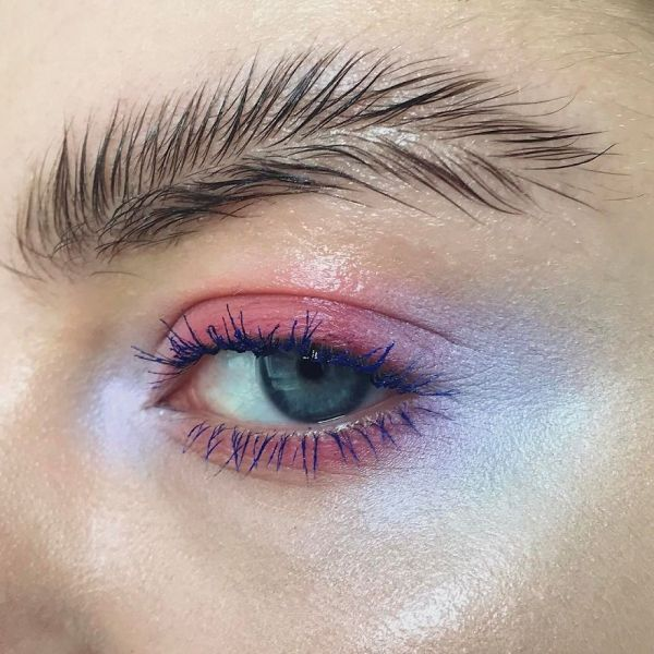 1 - Feather Brows: Hot Makeup Trend
