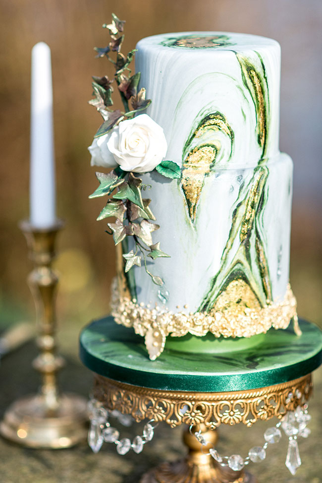 10 Marble Wedding Cake Ideas That Are Almost Too Pretty To