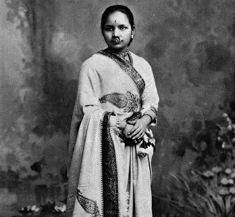 10 भारतीय महिलाएँ जो अपने क्षेत्र में प्रथम थीं | Her Beauty