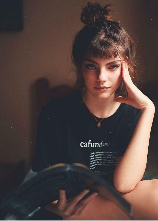 Оценивающий взгляд одинокой женщины   Как понять, что перед вами одинокая женщина: 9 точных примет   Her Beauty