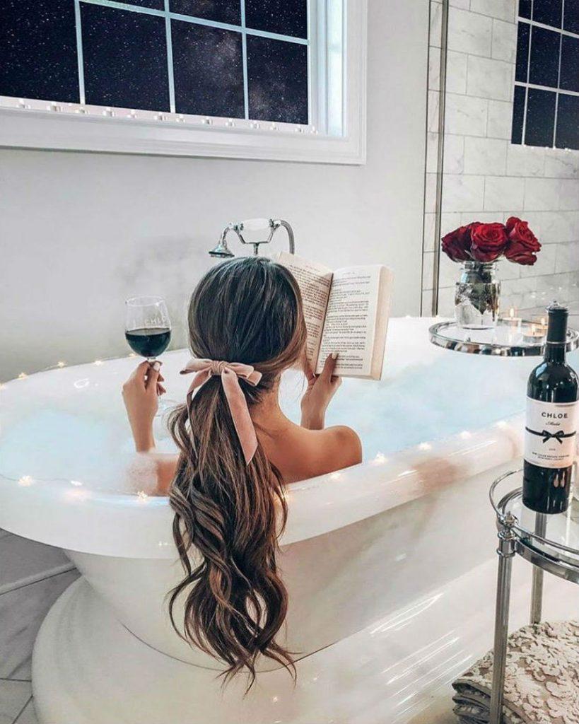 Desfrute de um banho relaxante | 7 benefícios surpreendentes de beleza do sal marinho| Her Beauty
