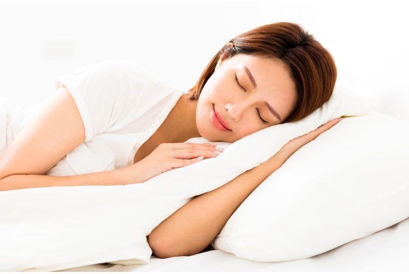 Để ngủ ngon | 7 lợi ích tuyệt vời cho sắc đẹp từ muối biển | Her Beauty