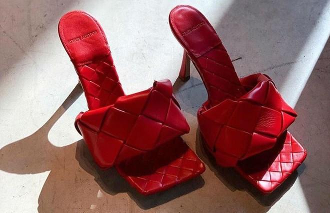 Босоножки с квадратным носом | 6 пар обуви, которые тебе действительно нужны этой осенью | Her Beauty