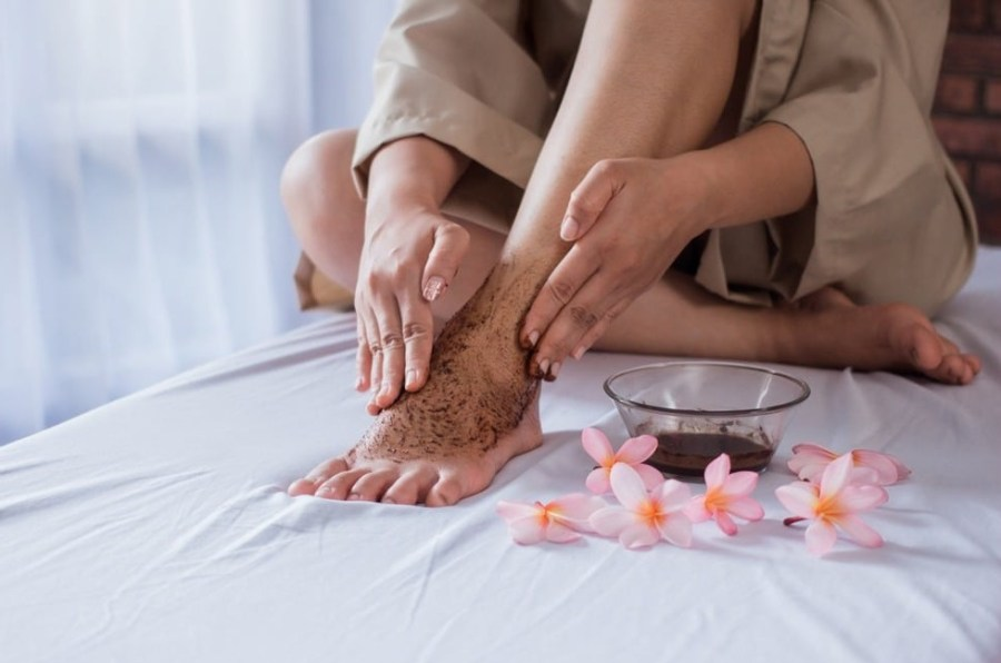 Exfoliate legs | 7 AmazingTechniques for Keeping Your Legs Smooth| Her Beauty