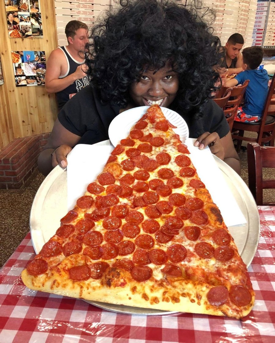 XXL pizza slices   New Foodie Trend Is A Giant Pizza Slice – The Biggest You've Seen   Her Beauty